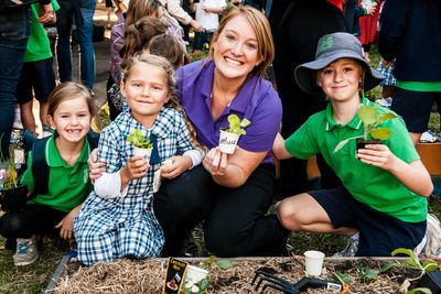 Students get back to nature with Schools Tree Day © Jess McCallum