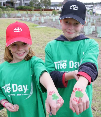 Kids at National Tree Day site © Planet Ark