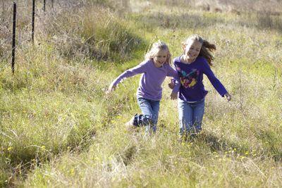 Kids in Nature- Anya and Maya © justine